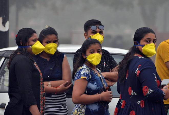 Delhi's AQI slips back to 'very poor' category after minor improvement