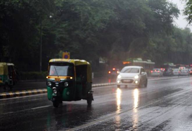 Delhi weather: IMD predicts thunderstorm, hail on Friday; temperature to drop further