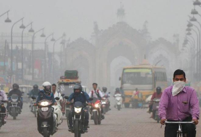 Delhi air pollution: No relief from thick smog as AQI hovers around 500-mark on the last day of odd-even rule
