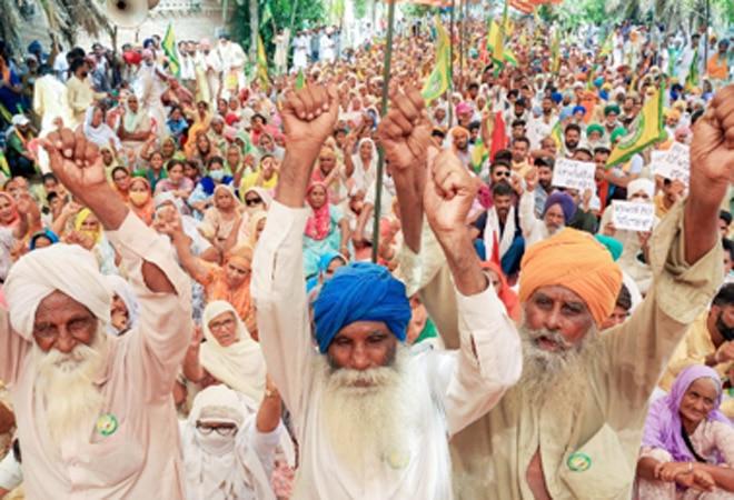Farmer protests: Narendra Tomar, Rajnath Singh discuss govt strategy to end deadlock