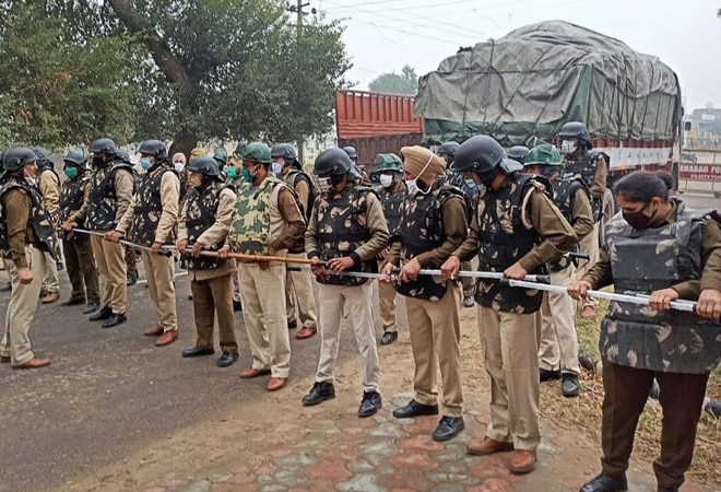 Farmers' protests: Police, CRPF personnel deployed at border areas; Metro services to be hit
