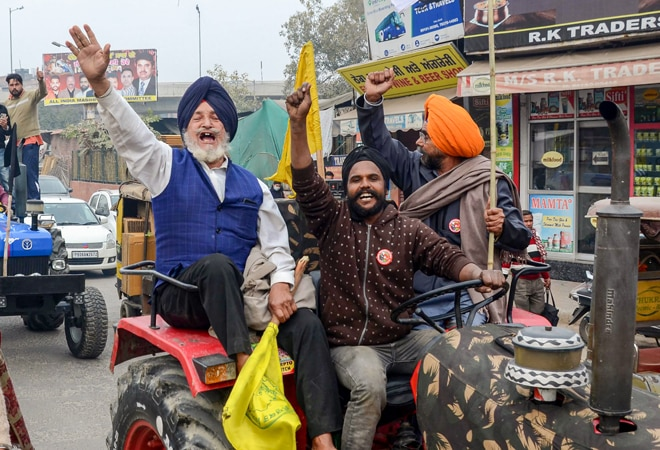 Tractor rally: Farmers clash with police on Republic Day; 10 points