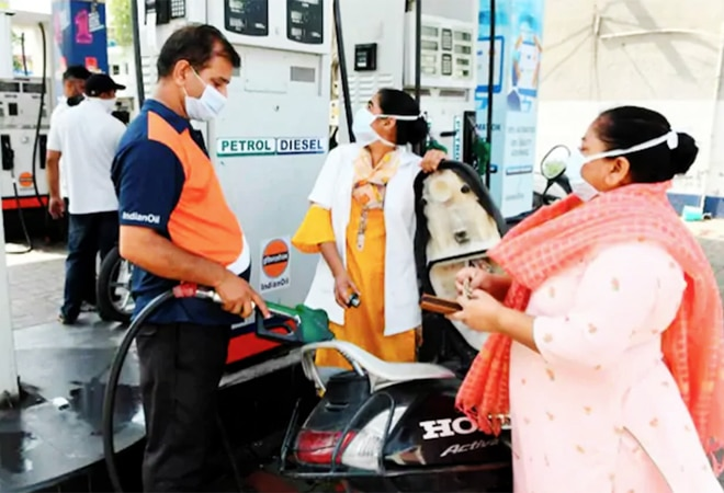 Petrol, diesel prices remain unchanged amid possibility of tax cuts