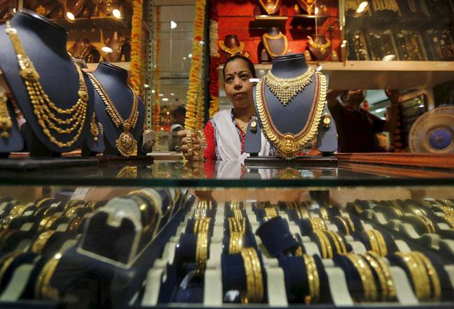 Gold prices fall: 5 factors to watch out for before investing
