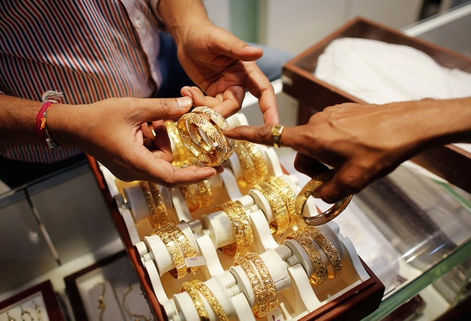 Gold prices extend weakness, silver plunges too