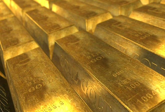 Gold price falls on weak global cues; silver rates at Rs 60,400
