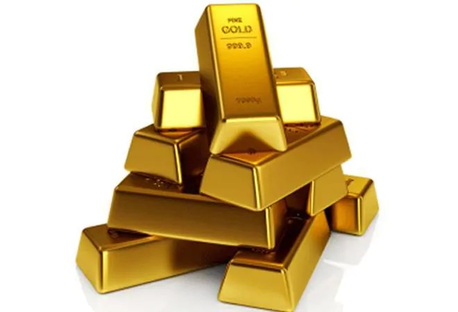 Gold price falls after 3 days; silver rates at Rs 67,700