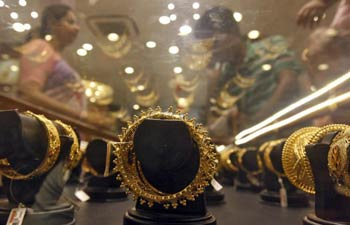Gold extends weakness on global cues, slumps by Rs 300