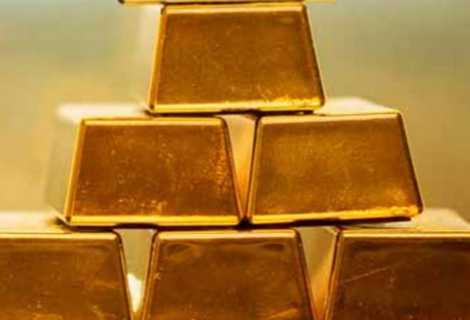 Gold trades near 50K, silver rates reach Rs 63,300