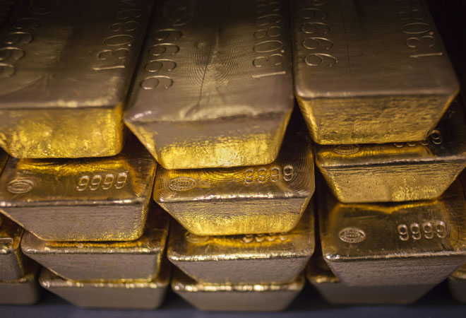 Govt to launch gold accounts, import duty unchanged