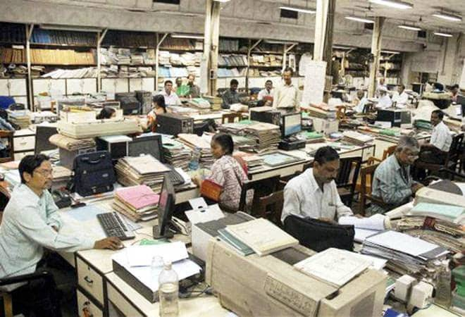 'Report to work once a week or face pay cut,' says Maharashtra govt to staff