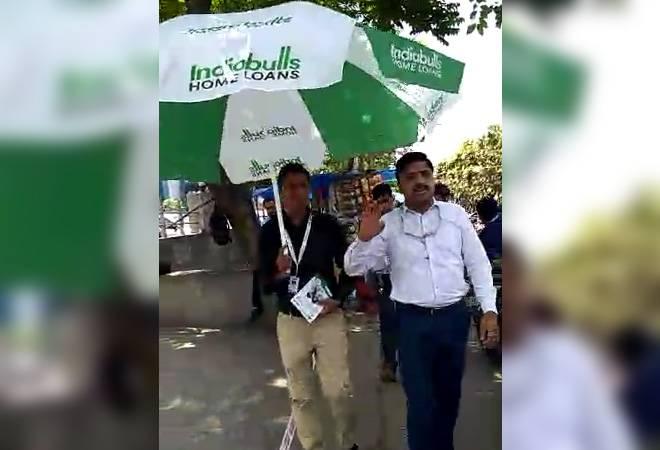 This man is selling home loans like he is selling veggies!
