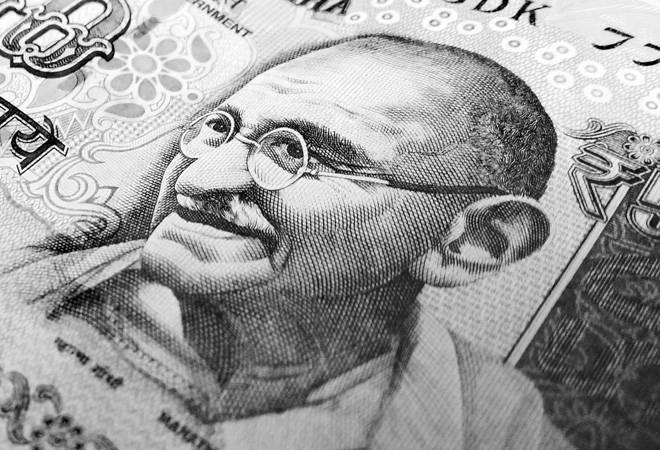 Rupee vs Dollar: Rupee rises 6 paise to 71.37 per dollar amid easing crude oil prices