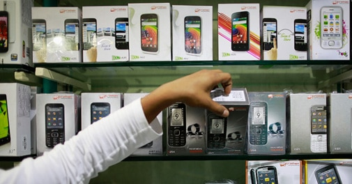 India smartphone sales surge almost 3-fold in 2013