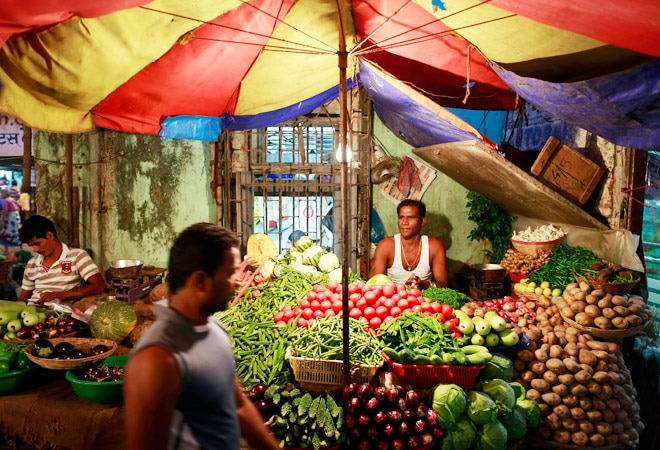 Finance ministry sees FY16 inflation at 5.5% or lower