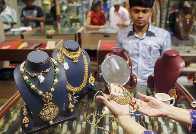 Gold prices jump Rs 210 to Rs 31,570 per 10 grams on local demand, global cues