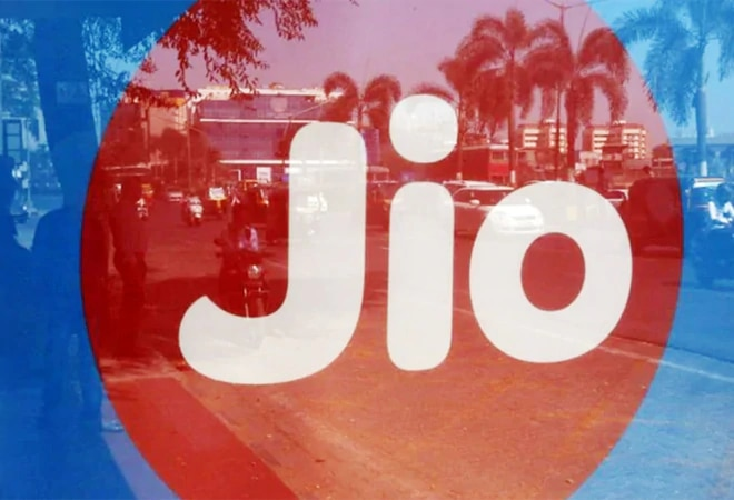 Reliance Jio launches special scheme to target Airtel, Voda Idea's postpaid users; check out details