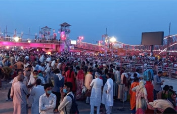 Thousands gather at Kumbh Mela in Haridwar; many maskless, flout COVID norms