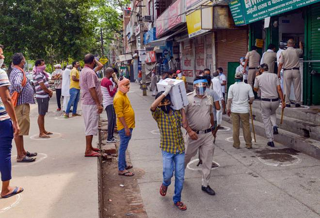 Coronavirus lockdown 3.0: Delhi Police lathicharge as people flock to liquor shops