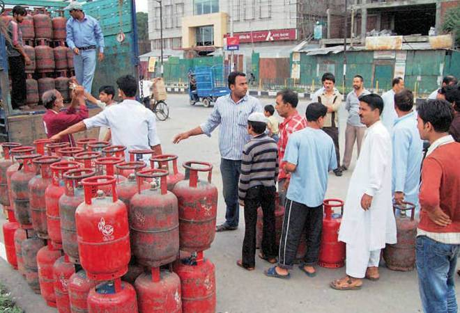 Cooking gas price up by Rs 2.08, non-subsidised rate hiked by Rs 42.50 per cylinder