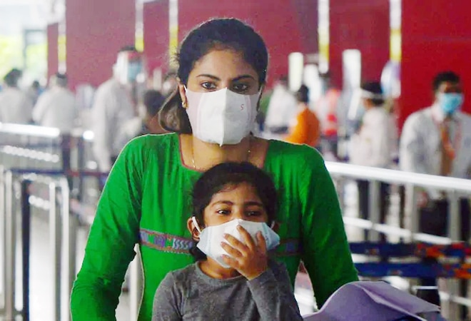 Coronavirus: Does breathing with face masks affect oxygen level in lungs?