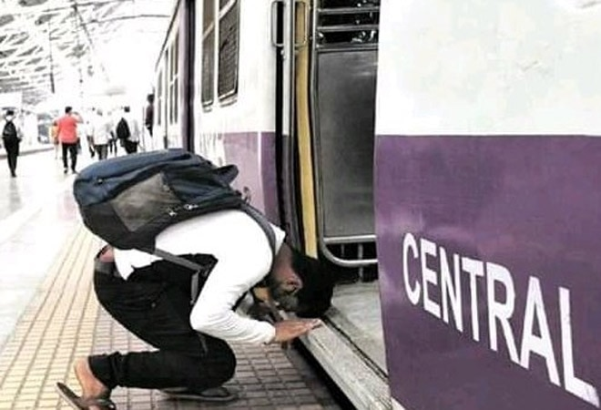 Man bows before boarding Mumbai local train as services resume, moving image goes viral