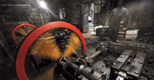 PMEAC sharply lowers FY14 growth forecast to 5.3 per cent