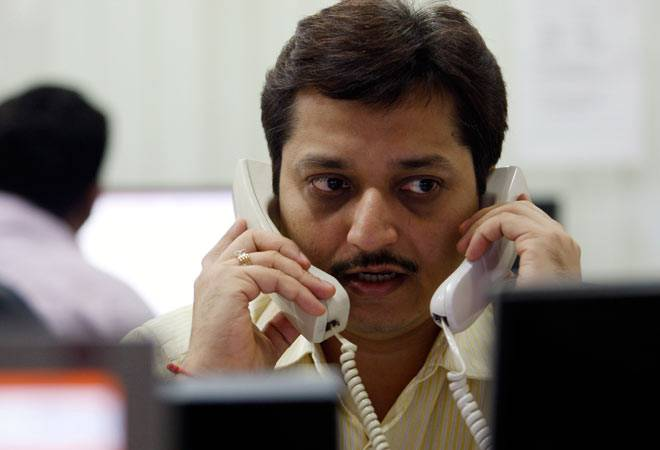 Sensex trades flat, Nifty holds above 8,550 on positive global cues; Sun Pharma top gainer