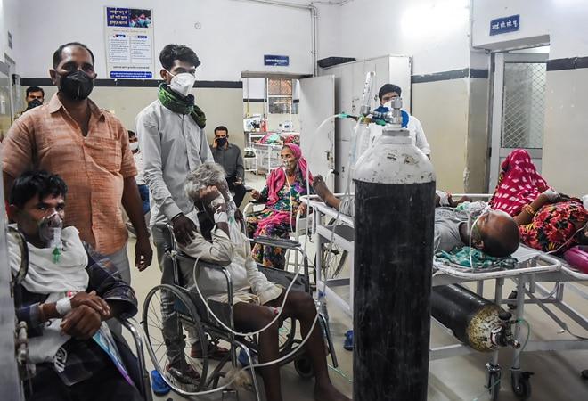 Keep supplying 700 MT medical oxygen to Delhi until further orders, SC tells Centre