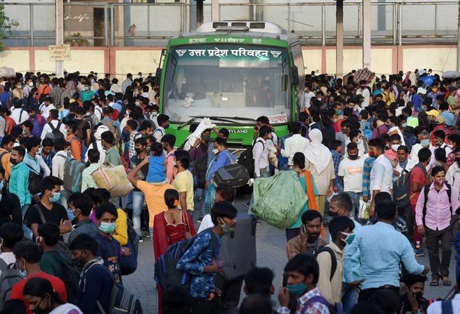 Delhi migrants fear extended lockdown, rush back home