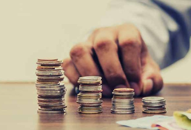 Rupee slips 8 paise to 73.21 per US dollar despite positive equities