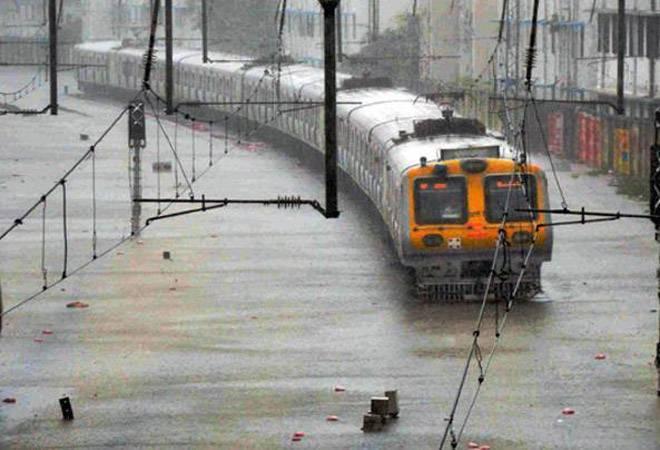 Mumbai rains LIVE updates: IMD predicts heavy rainfall; BMC cancels leaves of senior staff