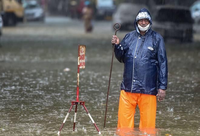 Mumbai rains: IMD issues red alert status for coastal Maharashtra, cops ask Mumbaikars to avoid stepping out