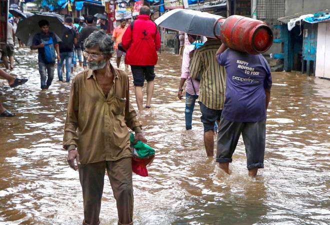 Mumbai records 786 mm rainfall in 5 hours; leads to water logging, traffic jams