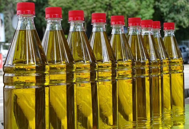 Government hikes import tax on edible oil up to 15 per cent