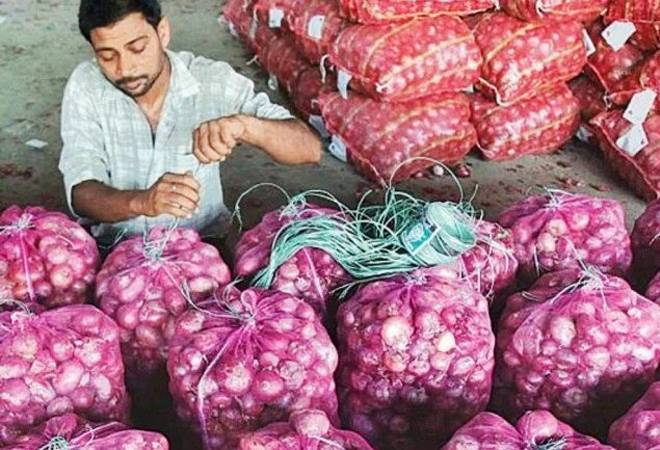 Onion prices make Aam Aadmi cry again as prices shoot up 40% in a week