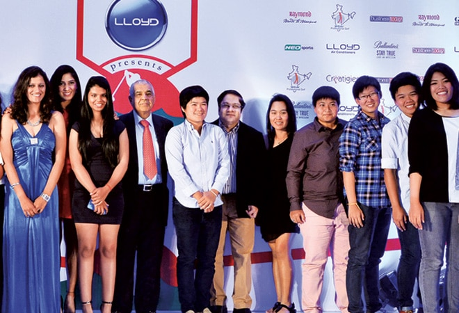 Top female professional golfers from India and abroad along with B.R. Punj (8th from left), CMD, Lloyd Electric & Engineering, and Ashish Bagga (4th from right), Group CEO, India Today Group