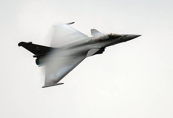Govt clears deal to buy 36 Rafale fighter jets from France
