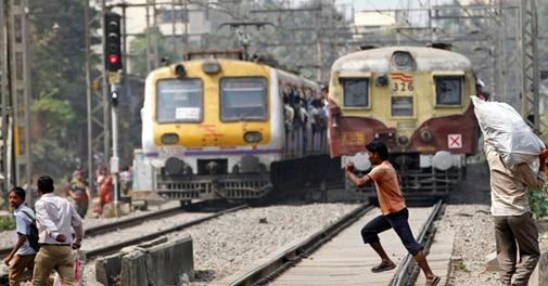 Indian Railways to borrow Rs 13,800 cr in FY15