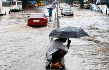 Mumbai rains: Landslide at Western Express Highway after heavy downpour, traffic movement hit