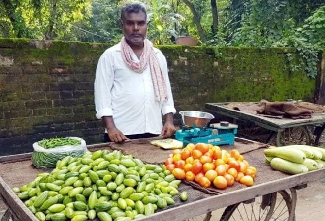 'Balika Vadhu' director turns vegetable seller as COVID shuts down entertainment industry