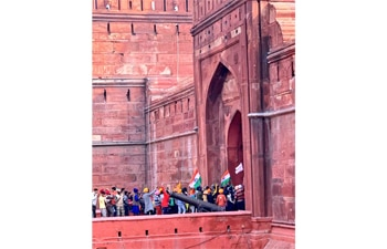 Tractor rally: Protesters take over Red Fort, hoist flag from ramparts