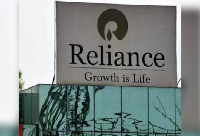RIL shares surge nearly 3% as talks with Aramco gain momentum