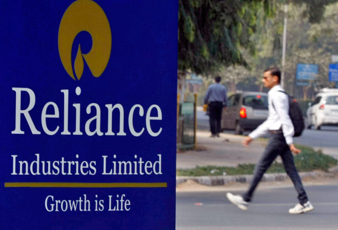 Reliance Industries to roll out 4G service in December via 1,000 retail stores