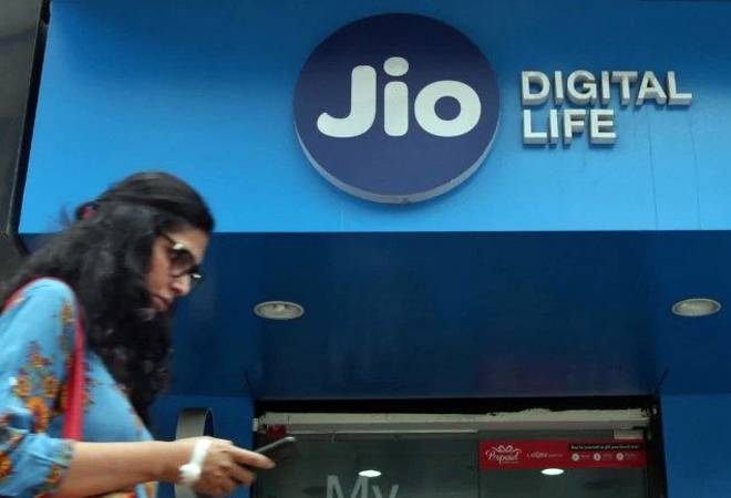 Reliance Jio to hike mobile tariffs by up to 40% from December 6