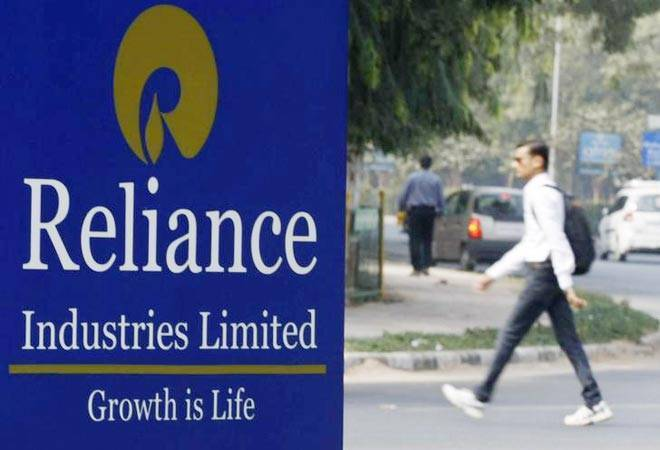 RIL share gains 2 per cent after 10-year-bond sale at lowest price, raises Rs 800 million