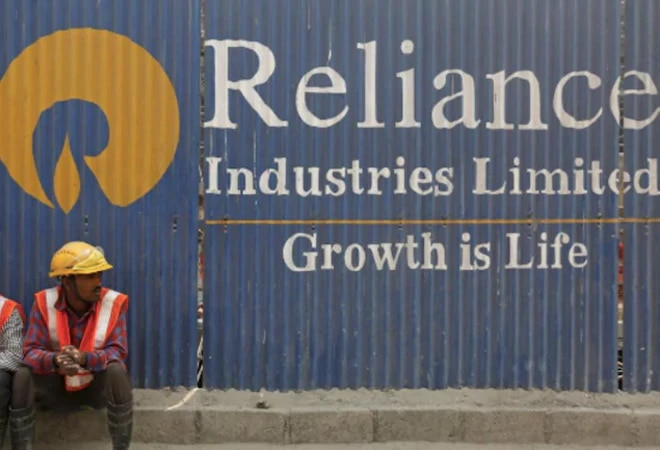 Macquarie downgrades RIL rating to 'underperform' post Q2 results