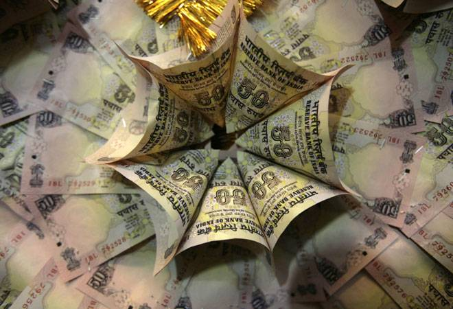 Rupee falls 17 paise against US dollar in early trade