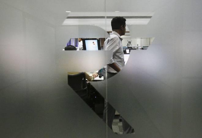 Rupee vs Dollar: Rupee rises 5 paise to 75.61 amid weak dollar, fund inflows