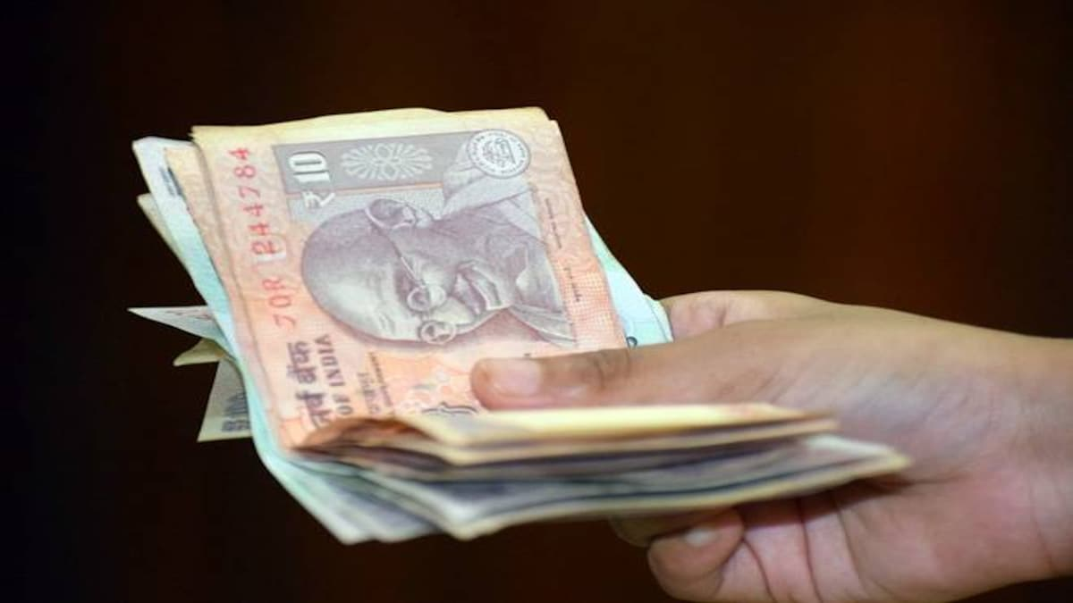 51 per cent Indians paid bribe in the last 12 months: survey